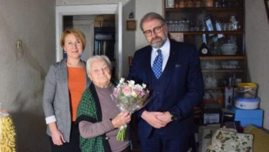 Photo of Meras pasveikino šimtametę panevėžietę
